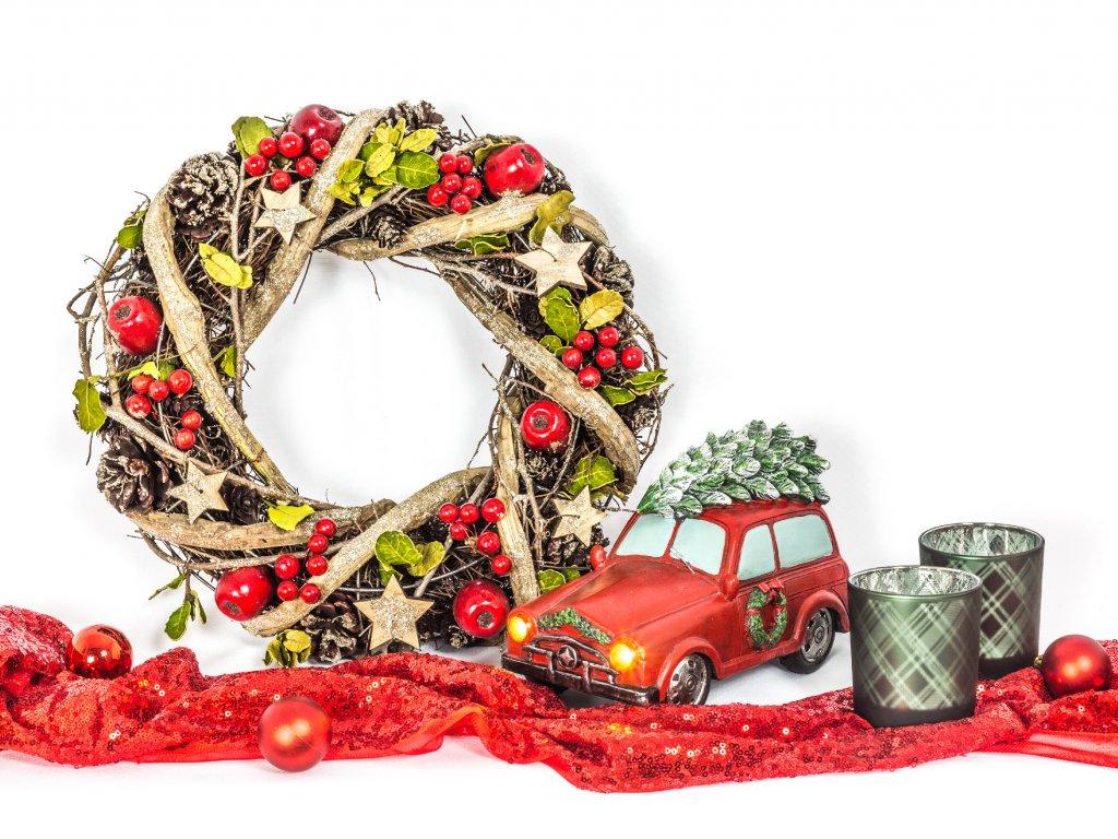 Sada 5 ks dekorací: LED auto červené, věnec, svícny, dekorační látka