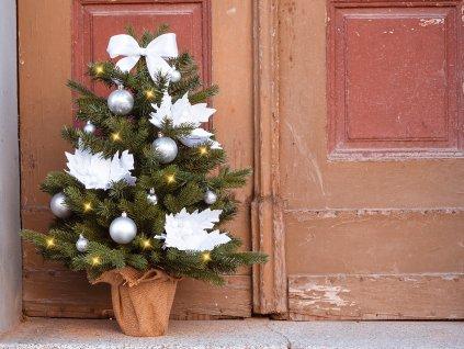 Vánoční stromek ozdobený BÍLÉ VÁNOCE 75 cm