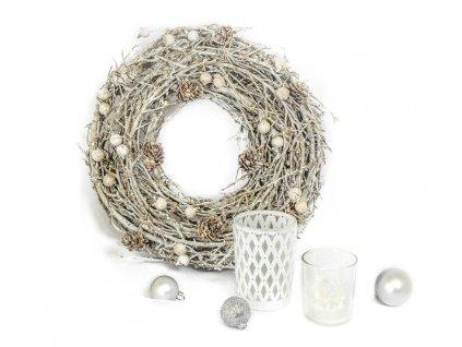-Sada 3 ks dekorací: Věnec zasněžený,svícen bílý,  svícen se svíčkou ve tvaru domečku