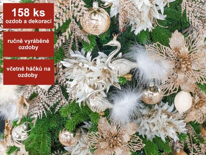 Vánoční stromek ozdobený PŮVABNÁ CHAMPAGNE