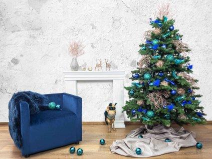 Vánoční stromek ozdobený PETROLEJOVÁ ROMANCE
