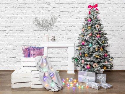 Vánoční stromek ozdobený CRAZY VÁNOCE