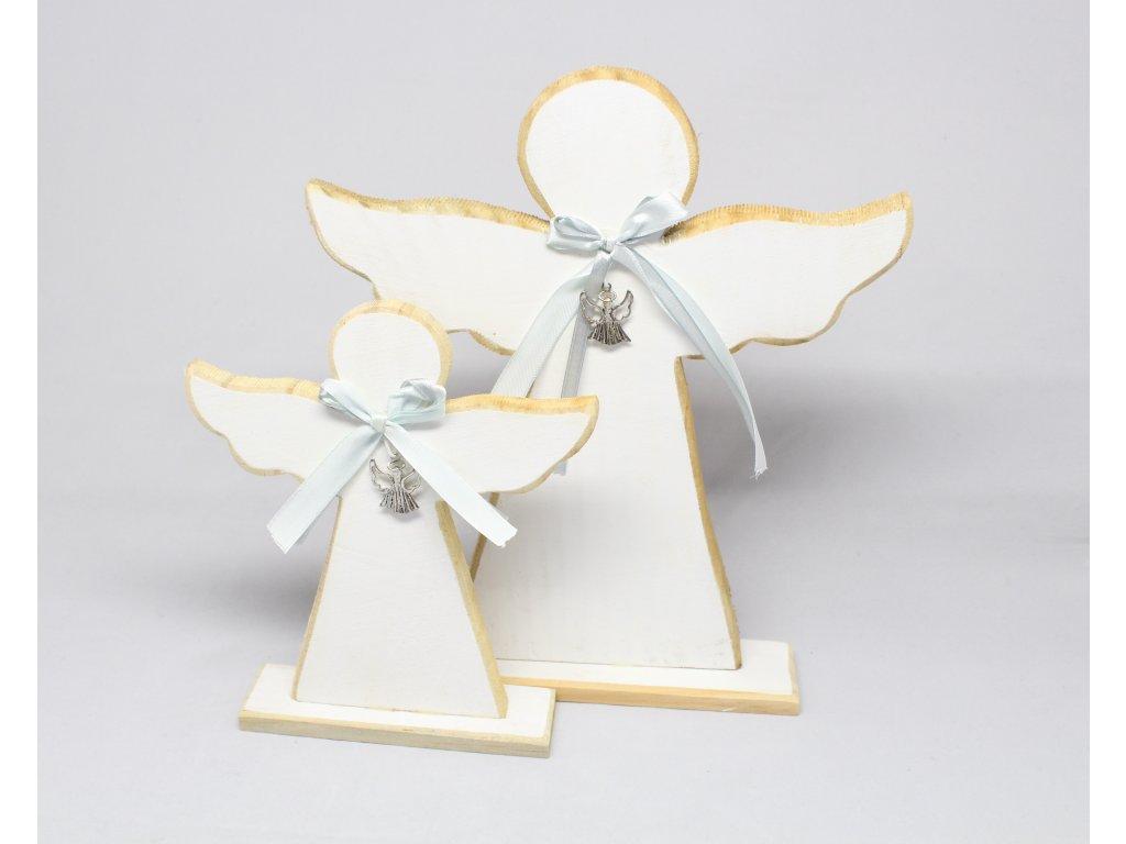 Anděl vyřezávaný dřevěný