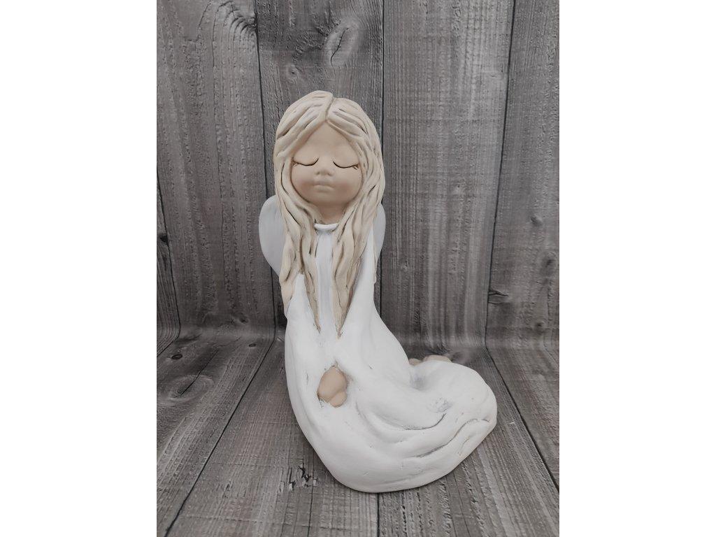 Anděl spící-sedící