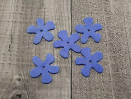 Kytka plast modrá