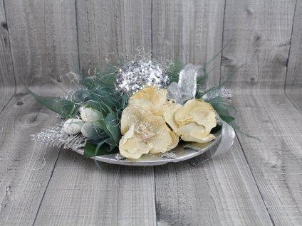 Dekorace na talíři-stříbrná