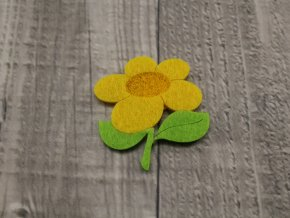 Květina filcová žlutá
