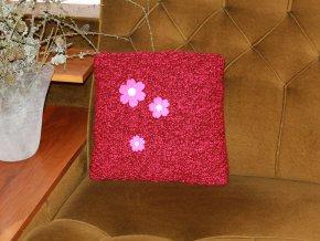 Polštářek pletený malinový s květy