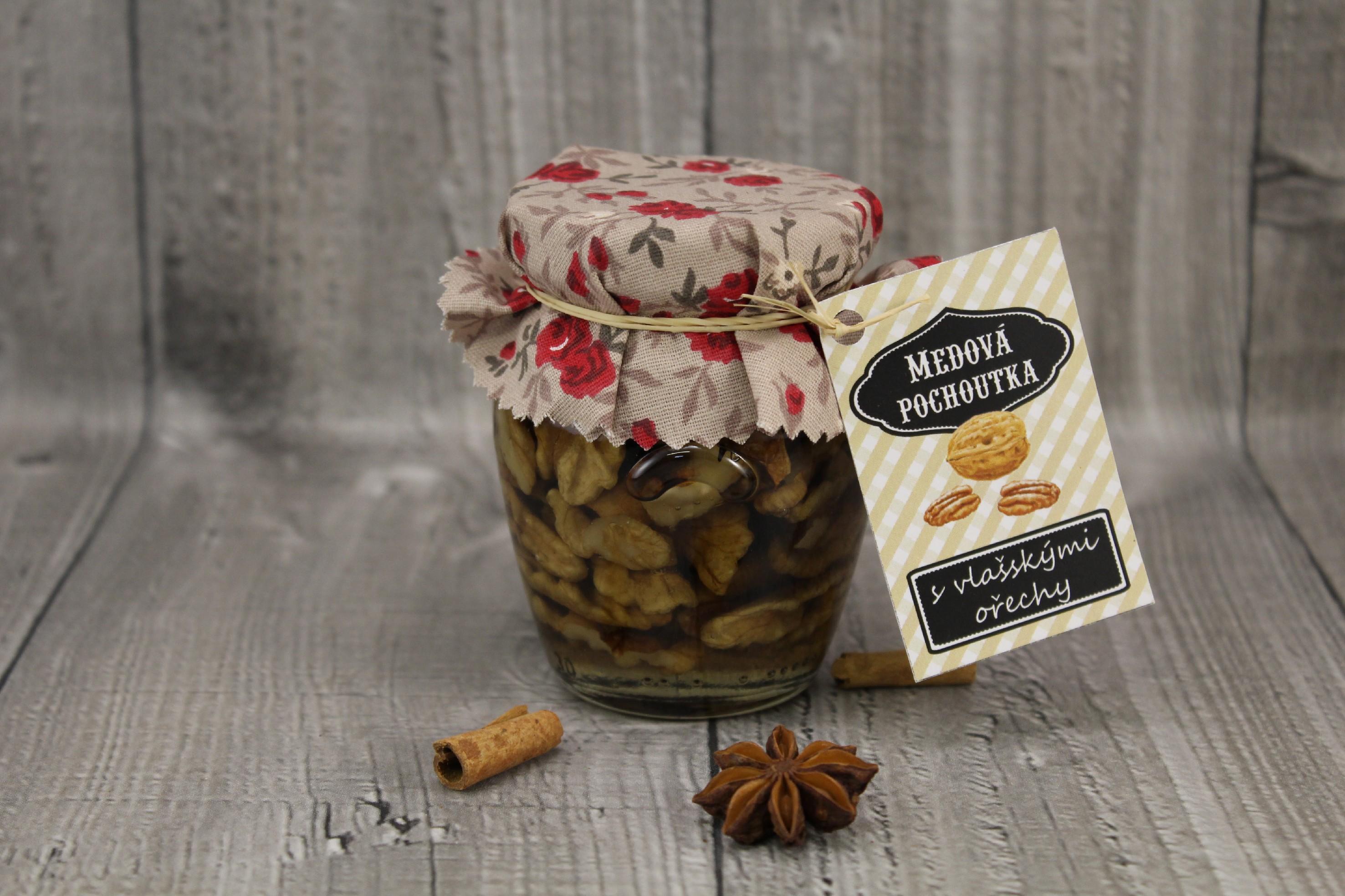 Med s vlašskými ořechy 145ml