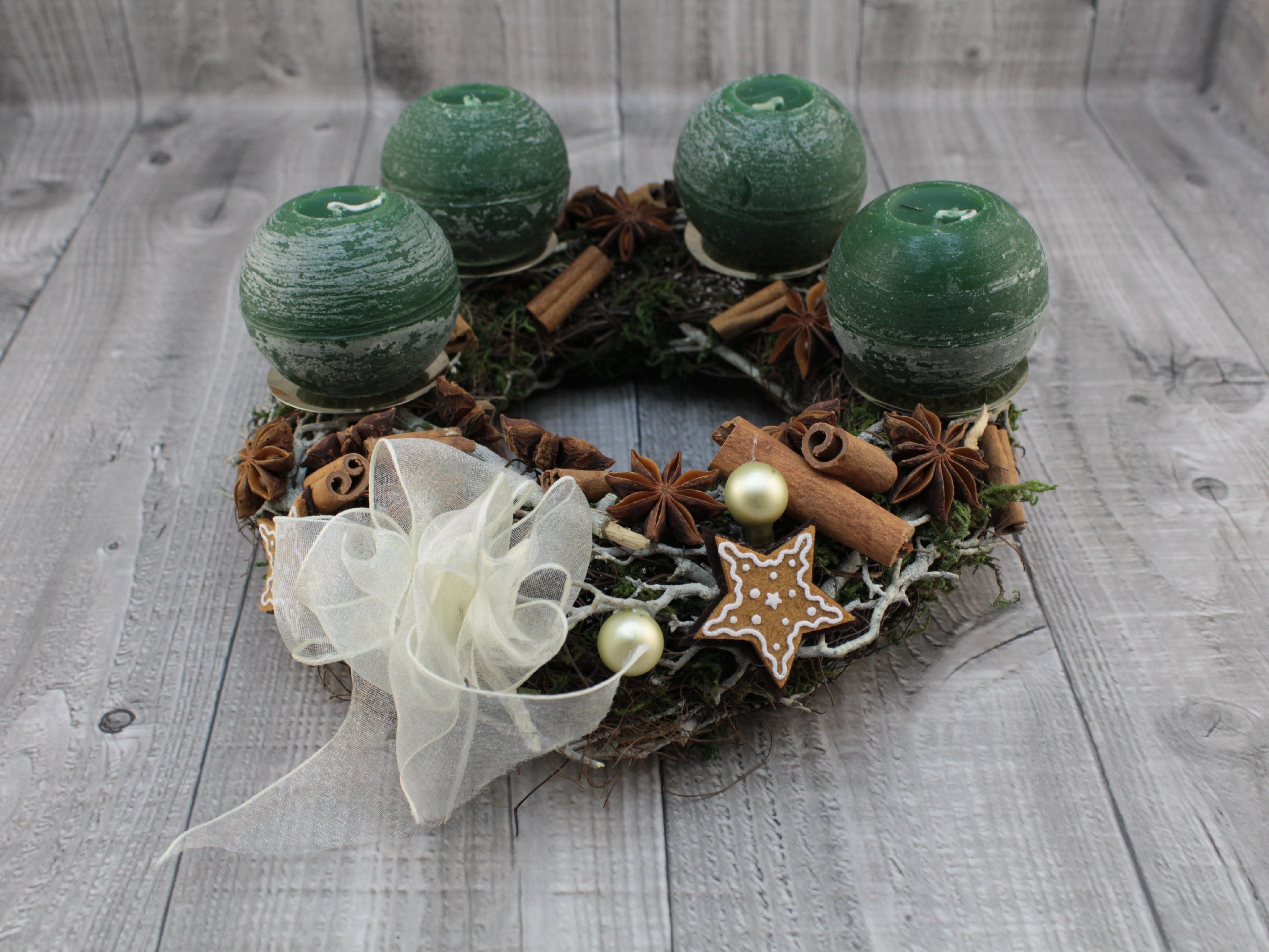 Svícen adventní révový s klacíky zelený