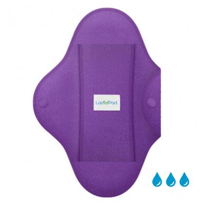 LadyPad Einlage und Slipeinlage Berührung des Lavendels