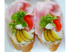 chlebicek sunkovy na salate