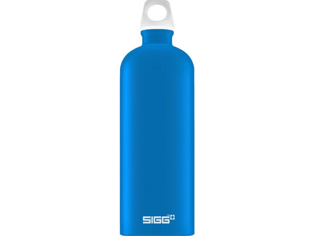 Kvalitní láhev SIGG na vodu na cesty. Modrá matná barva.