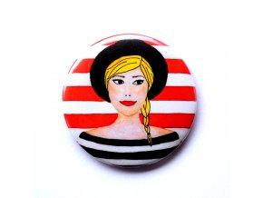 holka v klobouku placka