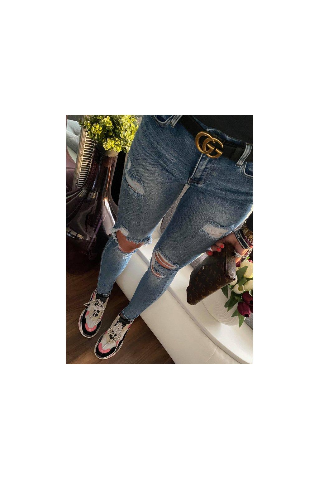 Top jeansy s trhaním