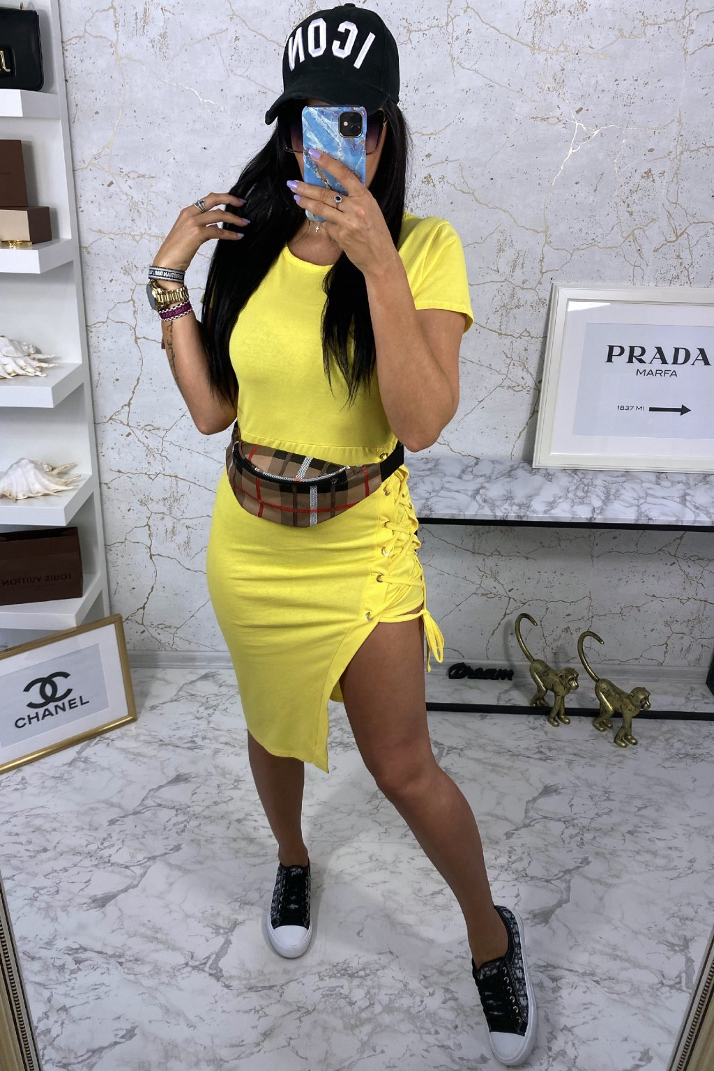 Žluté asymetrické šaty na šněrování