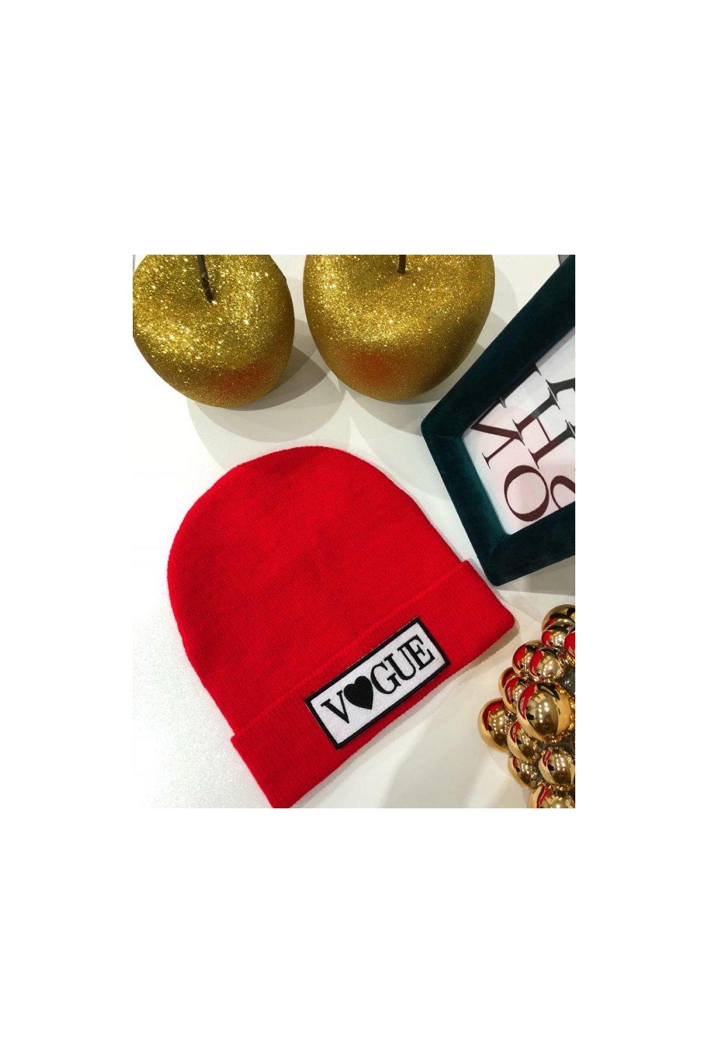 Červená čepice vogue