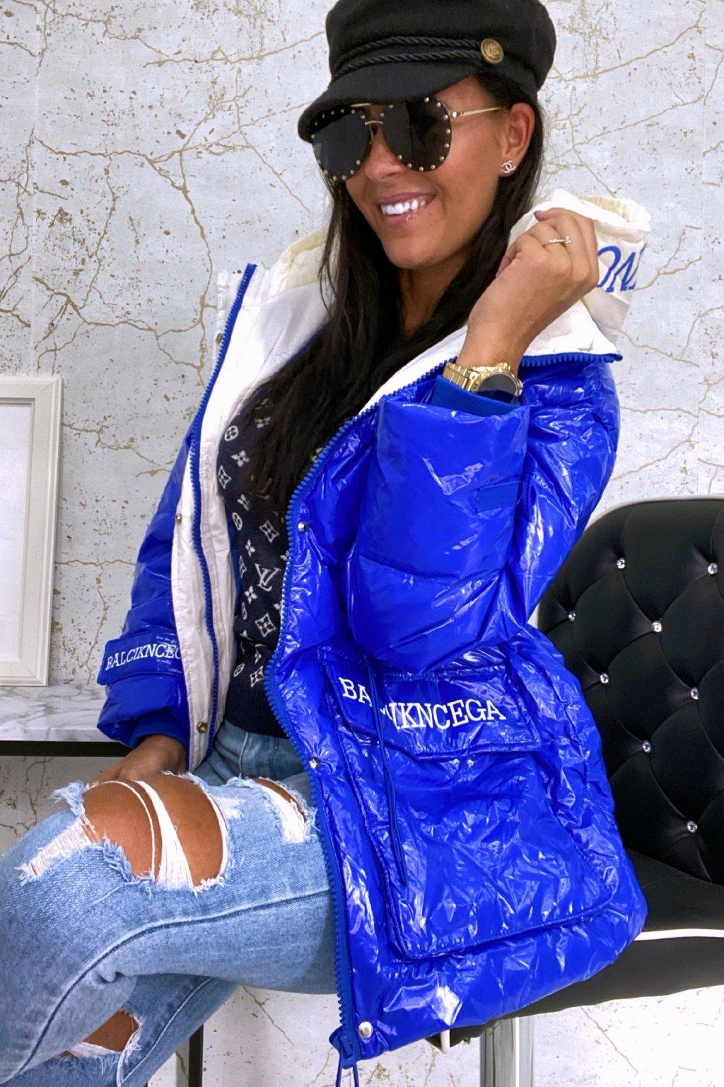Modrá oversize bunda s kapucí