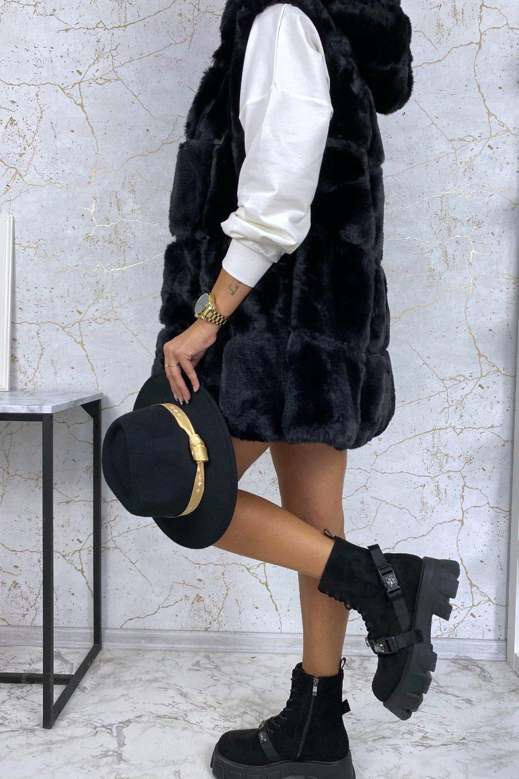 Kožešinová vesta s kapucí v černé barvě