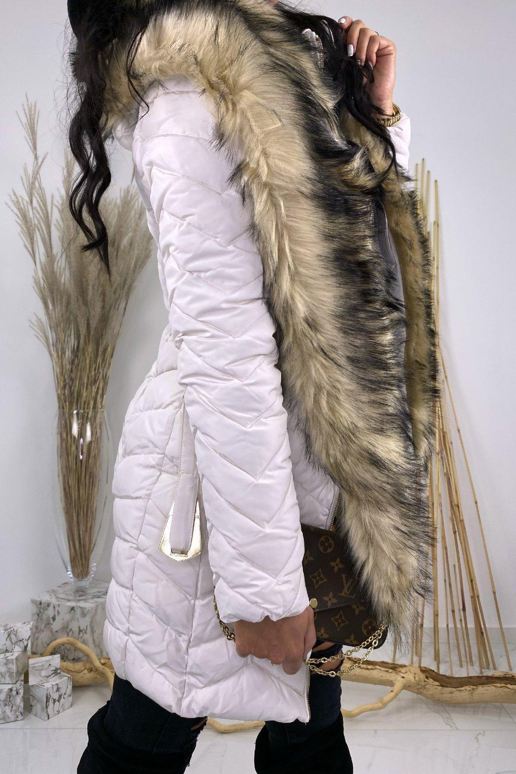Béžová zimní bunda s páskem a kožešinou - Mia