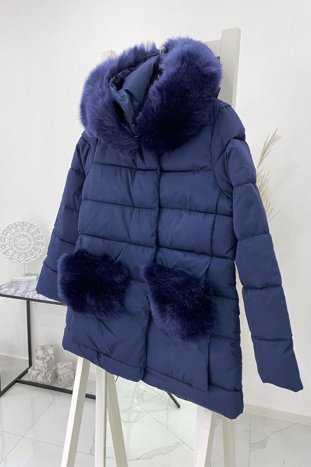 Zimní modrá bunda s kožešinou