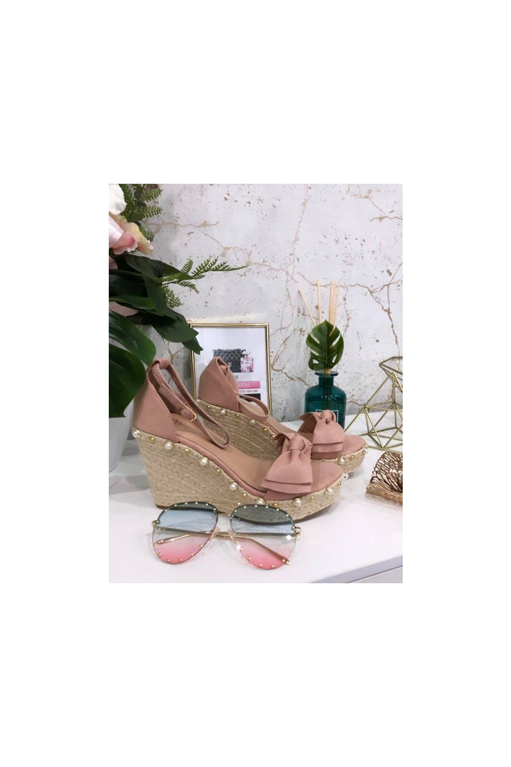 Růžové sandálky na platformě