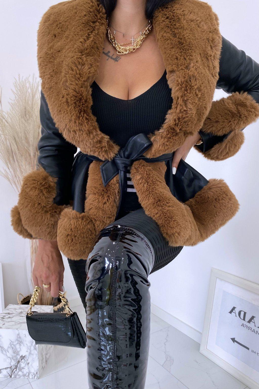 Černý kabát Lady s camel kožešinou