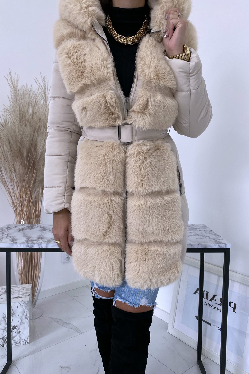 Béžová zimní bunda s kožíškem Tiara
