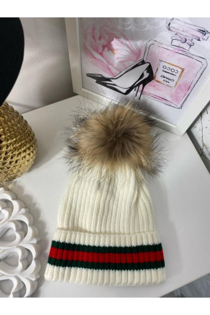 Krémově bílá čepice s pravou kožešinou