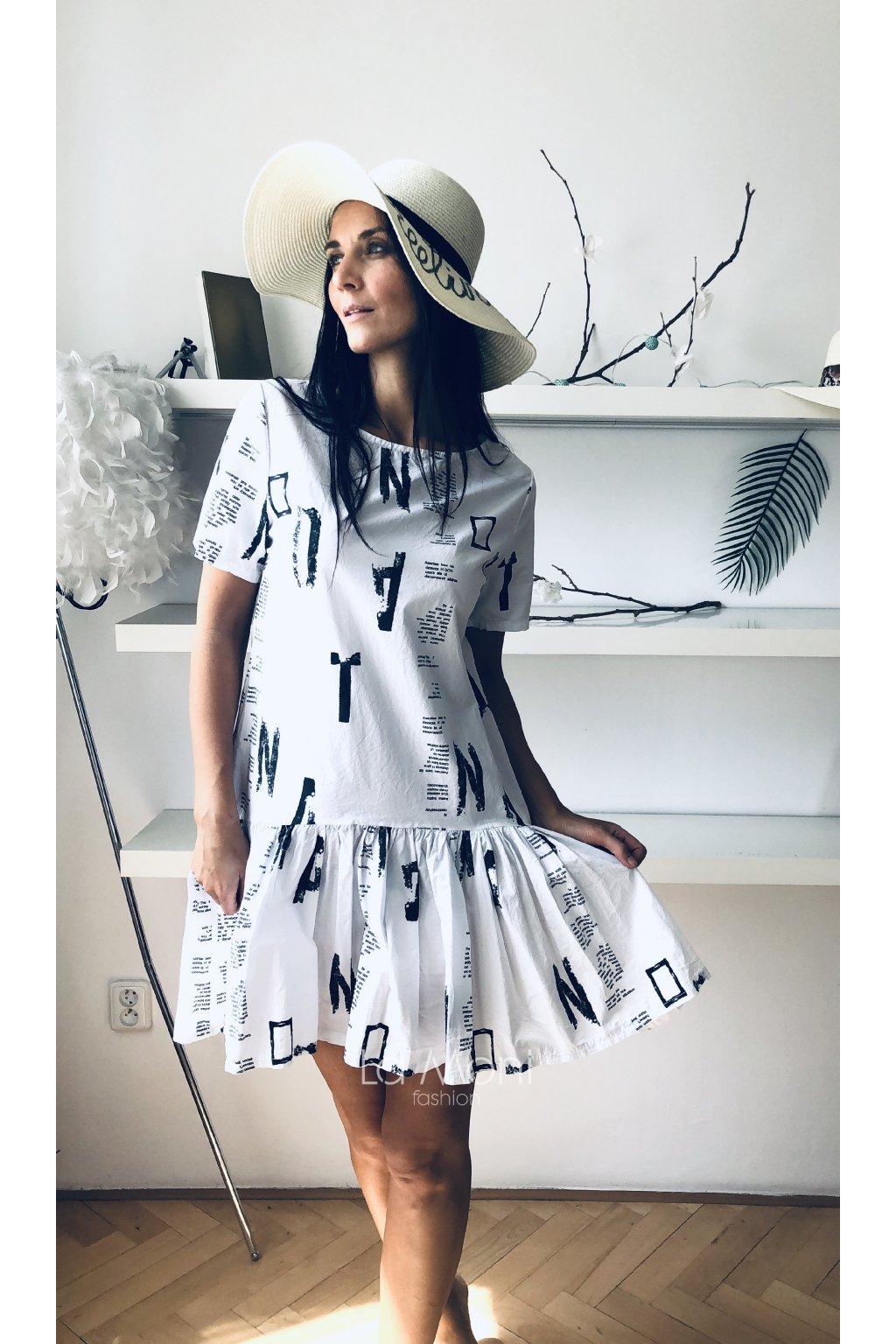 Cool letní šaty s nápisy