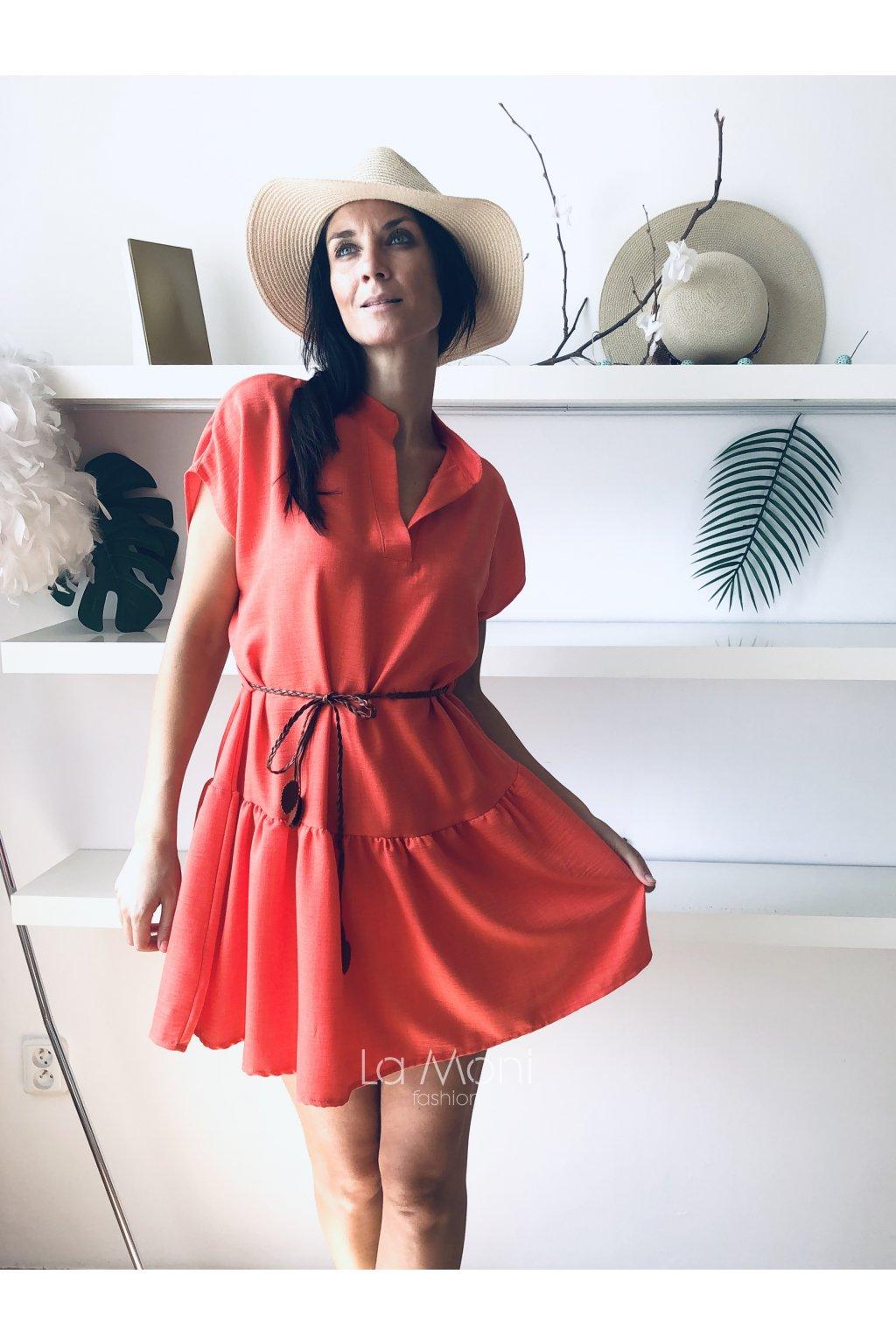 Roztomilé šaty s rozhalenkou  a  páskem