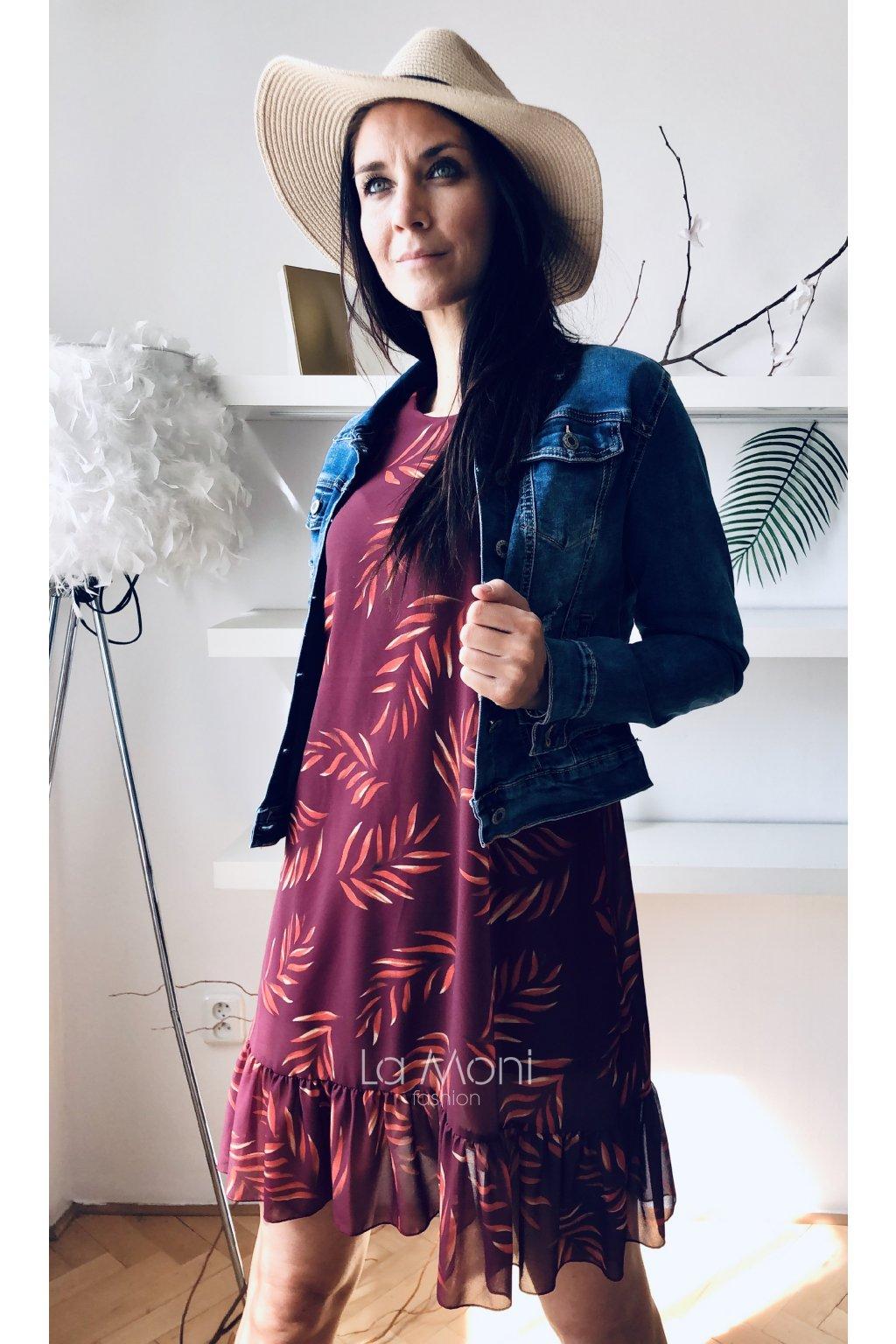 Volné šifonové šaty s volánem