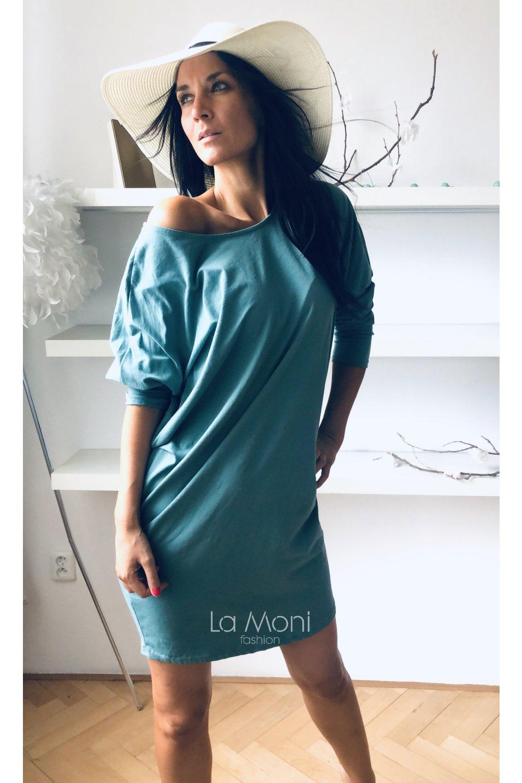 Oversize šaty s páskem na zádech