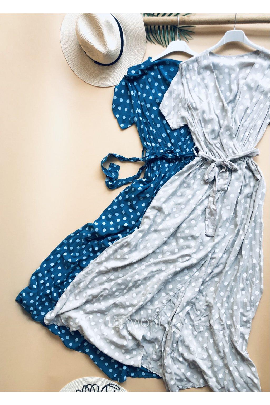 Dlouhé puntikaté šaty s rozparkem
