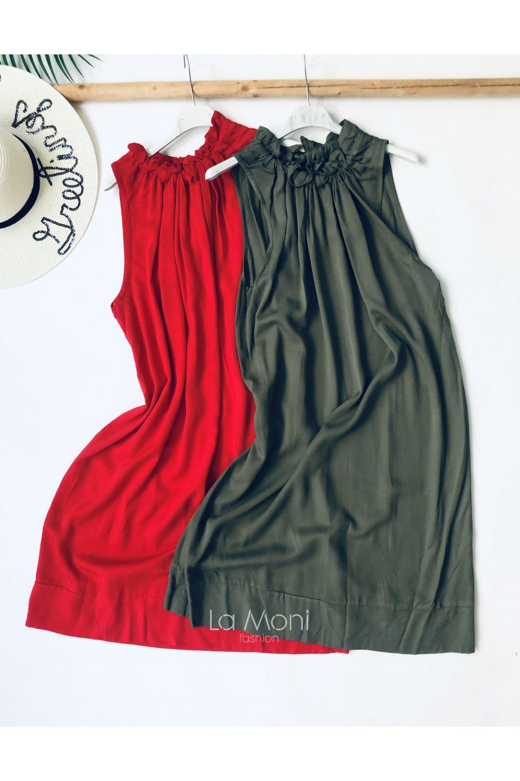 Šaty pohodlného střihu  se stažením u krku