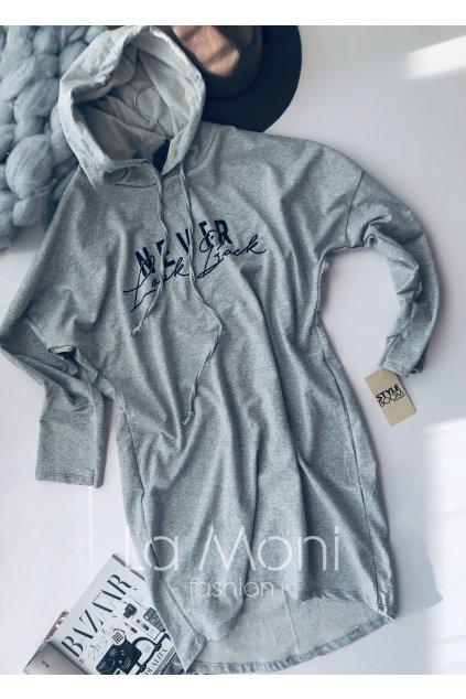 Teplákové šaty s kapucí a nápisem