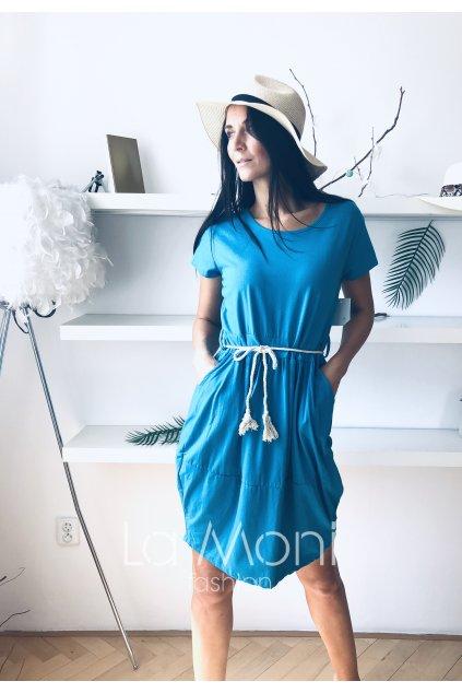 Úpletové šaty s páskem a kapsami