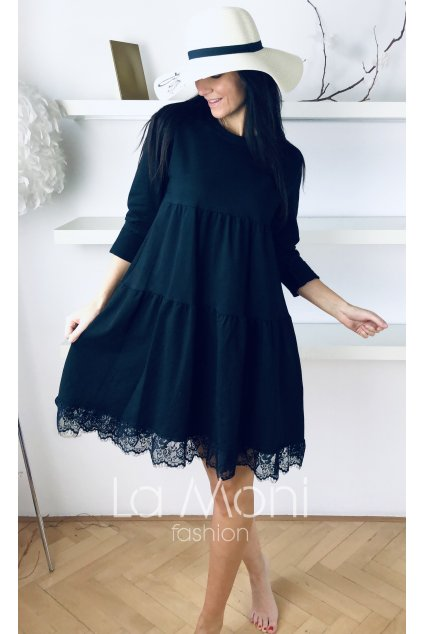 Úpletové volánové šaty s krajkou