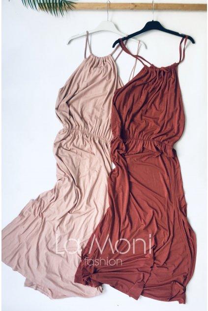 Letní upletové šaty s rozparkem