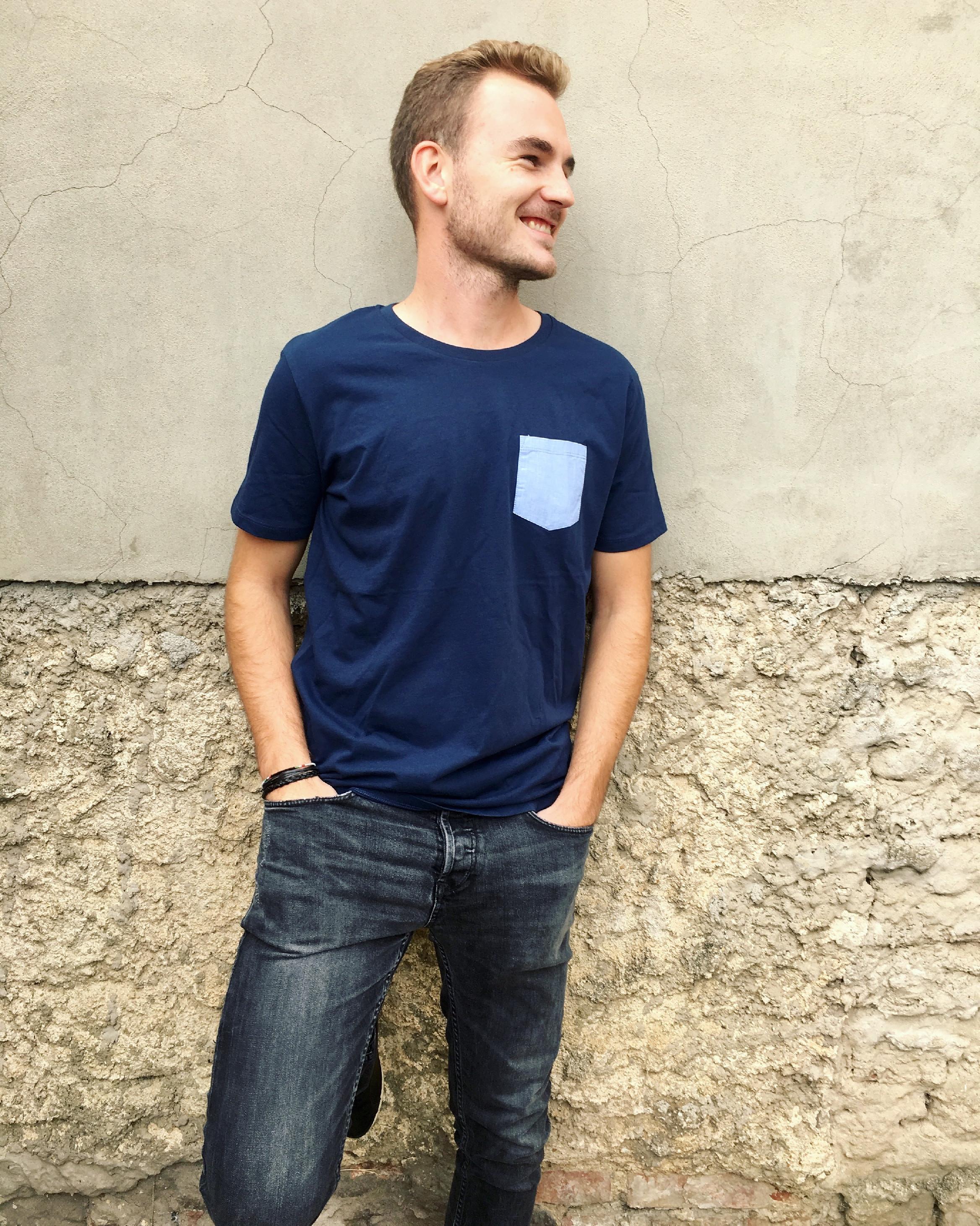6c1202efae1 Pánské triko s kapsou Barva  Tmavě modrá