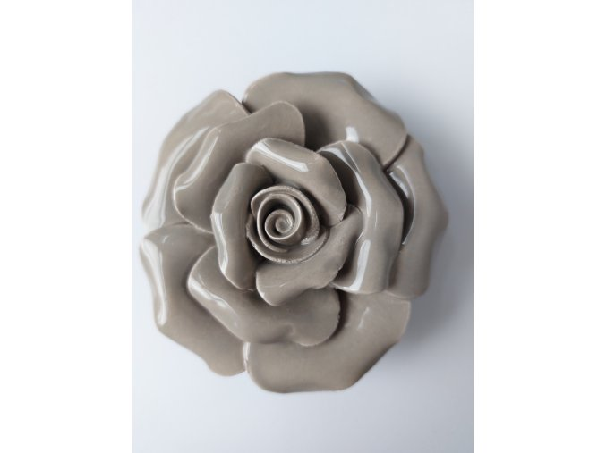 Něžná keramická růže k předporodní přípravě