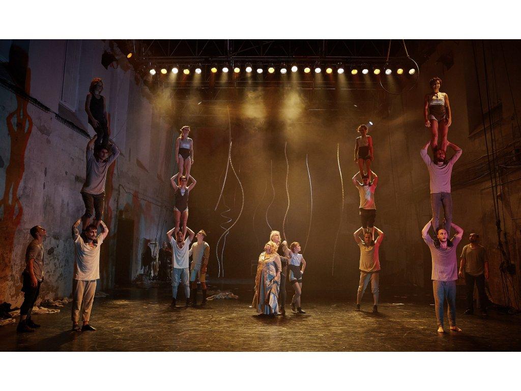 Velkoformátová fotografie z představení Family