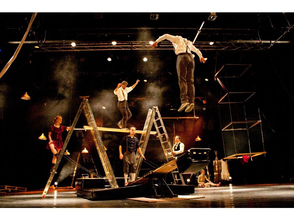 Velkoformátová fotografie z představení Slapstick Sonata