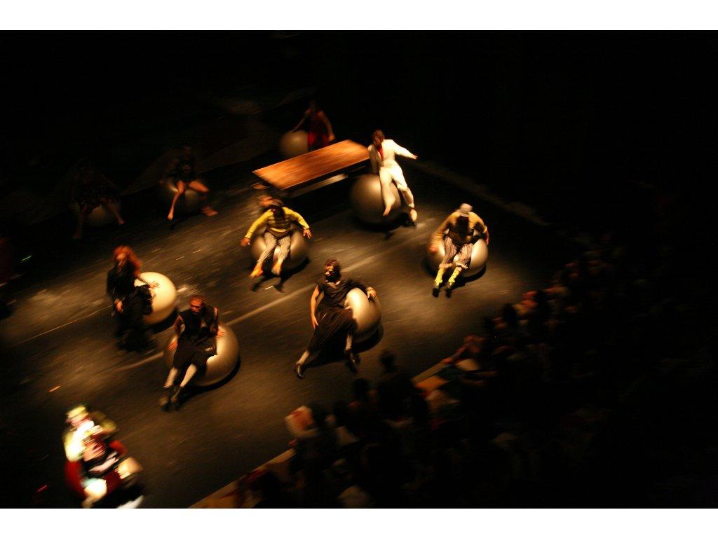 Velkoformátová fotografie z představení La Putyka