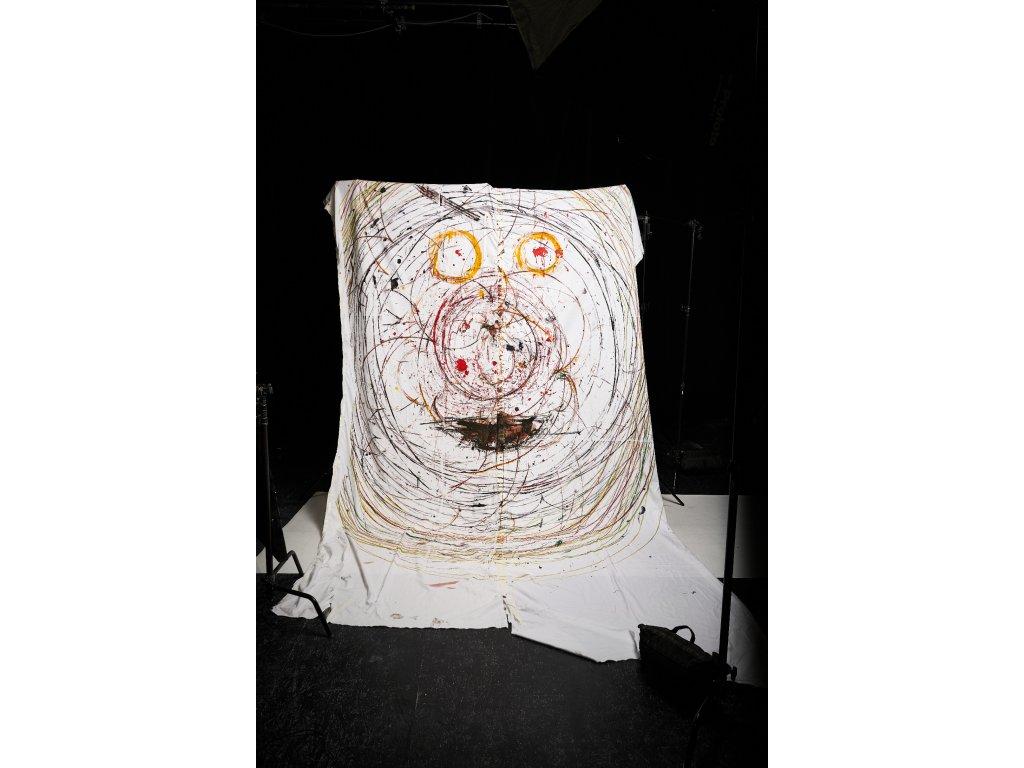 Umělec v izolaci: Velkoformátové cyr wheelové plátno Ethana Lawa