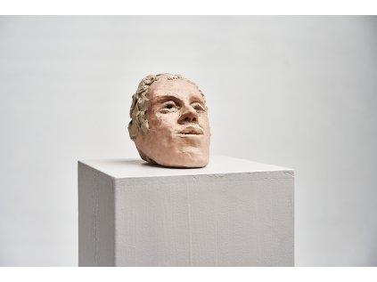 Umělec v izolaci: Hliněná hlava