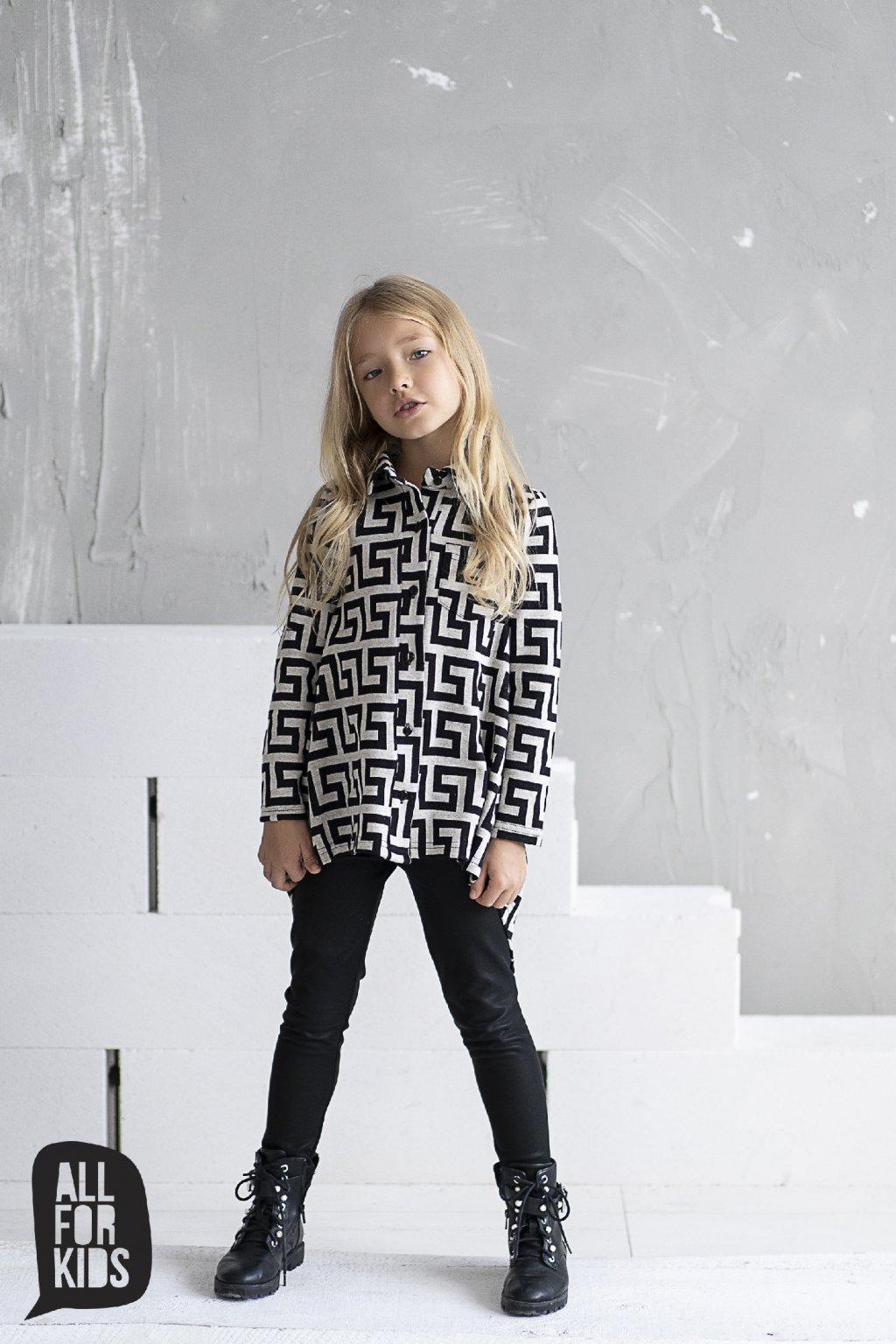 Dívčí košile s geometrickými prvky