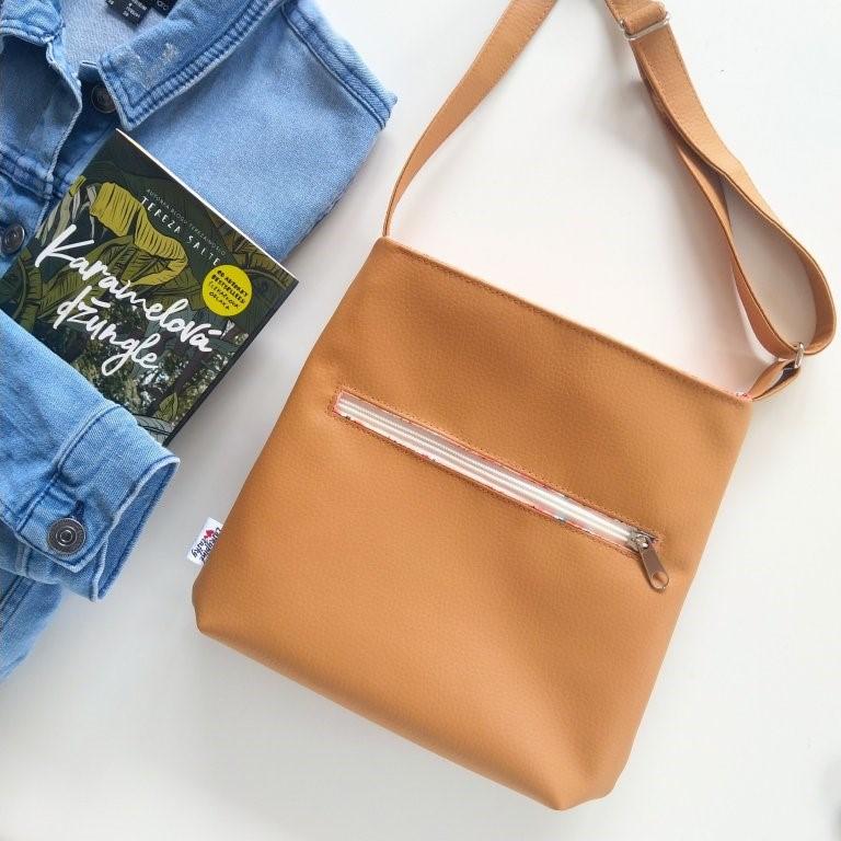 kabelka-izzy-karamel