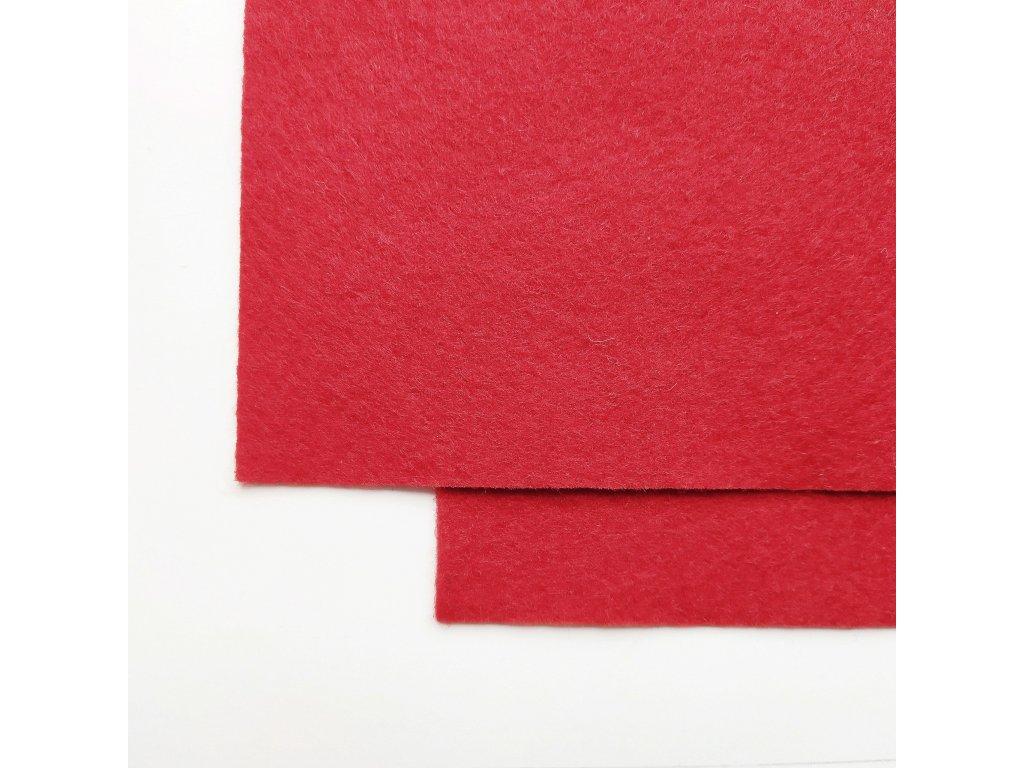 100vlnena plst cervena