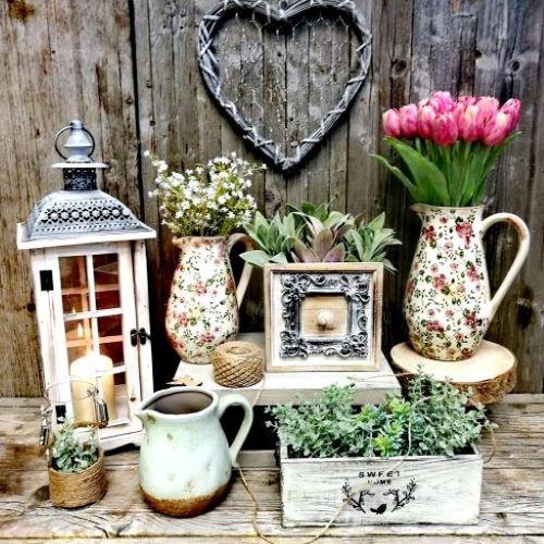 Vázy a sklené dekorácie